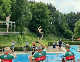 """""""Vor- Tour der Hoffnung"""" zum ersten Mal Stopp im Kelberger Freibad"""