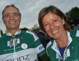 Ministerpräsidentin Malu Dreyer fuhr die letzten fünf Kilometer in Neuwied gemeinsam mit Landrat Kaul auf einem Tandemrad mit.
